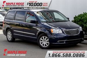 2015 Chrysler Town & Country Touring w/ No Accidents, Pwr Doors