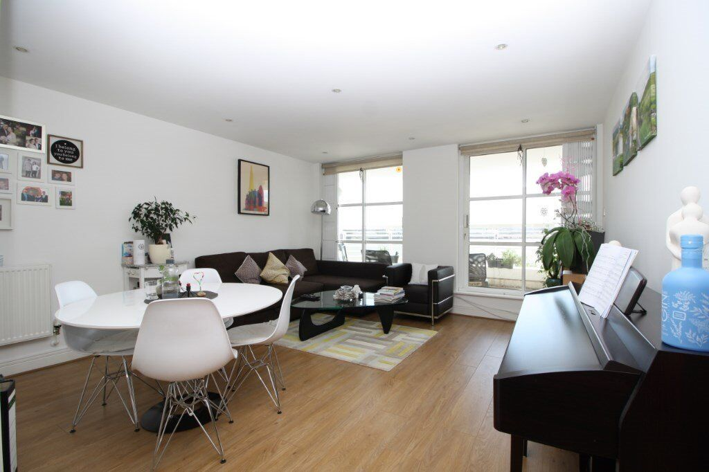River Views Beautiful 1 Bedroom Apartment To Rent Royal Docks Canary Wharf Je In Docklands London Gumtree