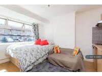 1 bedroom in Mitchell Road, London, N13