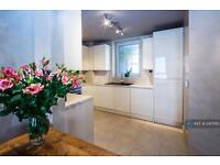 3 bedroom flat in Franklin House, Wapping, E1W (3 bed)