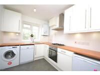 2 bedroom flat in Rosebank Close, London, N12