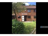 2 bedroom house in Hilton Court, Horley, RH6 (2 bed)