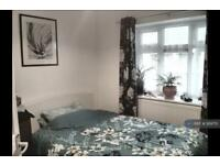 2 bedroom flat in Audley Court, Snaresbrook, E18 (2 bed)