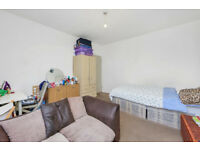 Large 3 bed flat with no lounge just moments away from Elephant and Castle station in Zone 1 - SE1