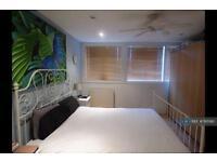 1 bedroom flat in Warwick Road, London, W14 (1 bed)