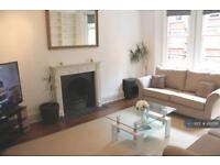 3 bedroom flat in Clarence Gate Gardens, London, NW1 (3 bed)