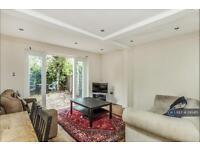 3 bedroom flat in Buckmaster Road, London, SW11 (3 bed)