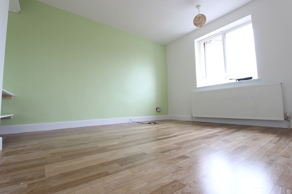 Hatfield AL10 SPACIOUS ROOM. BRAND NEW THROUGHOUT. Close to Asda & Train. Available NOW