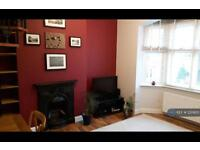 1 bedroom flat in Waldegrave Road, London, W5 (1 bed)