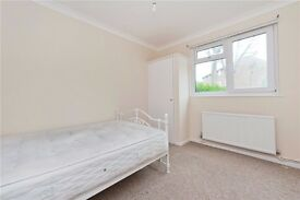 **Great 2 bedrom property a short walk from an underground station**