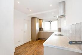 3 bedroom flat in Madron Street, London, SE17 (3 bed)