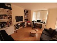2 bedroom flat in Pennard Road, Shepherd's Bush, W12