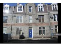 2 bedroom flat in Top Floor Right, Aberdeen, AB25 (2 bed)