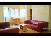 3 bedroom flat in Royal College Street, London, NW1 (3 bed) (#1159891)
