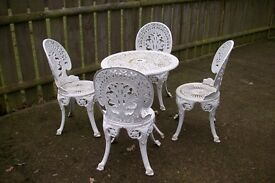 Garden set of 4 chairs and round table