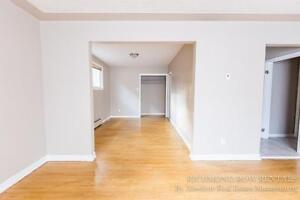 Renovated large 4/5 Bedroom house Old North 500$ inclusive London Ontario image 3