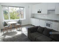 2 bedroom flat in Pamlion Court, London, N4 (2 bed) (#1045013)