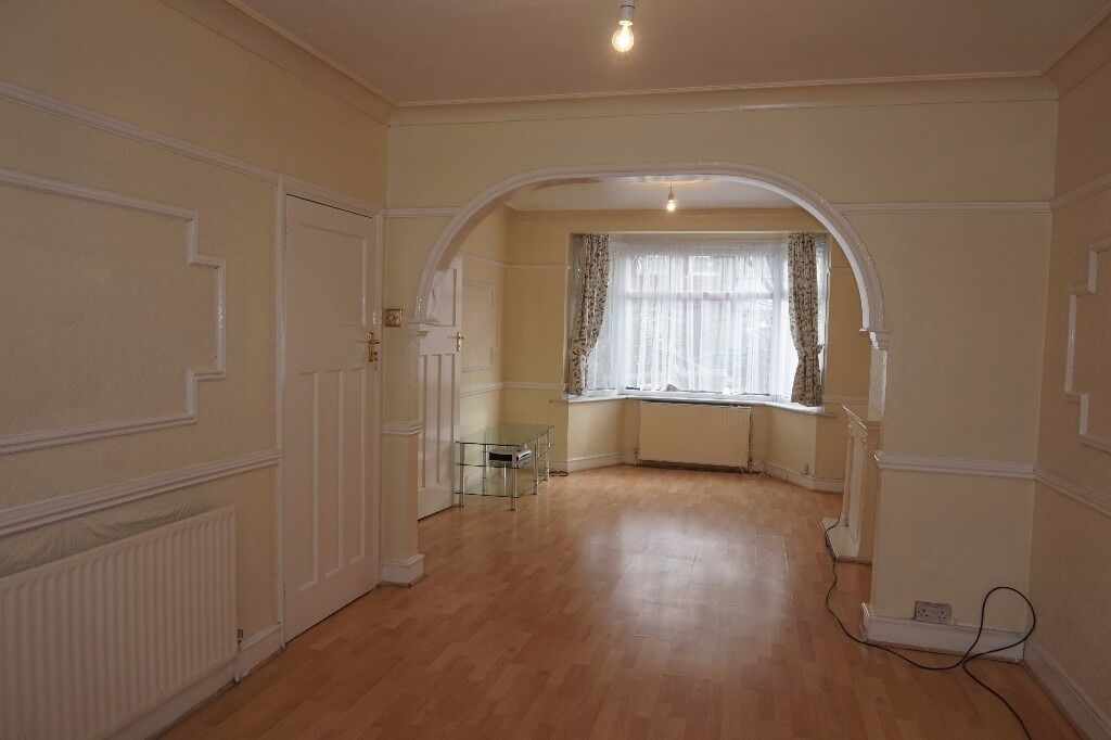 Fantastic redecorated 3 bedroom house on Kendal Avenue, London N18