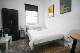 Studio flat in Brent Street, Hendon, NW4