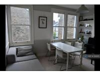 2 bedroom flat in Tradescant Road, London, SW8 (2 bed)