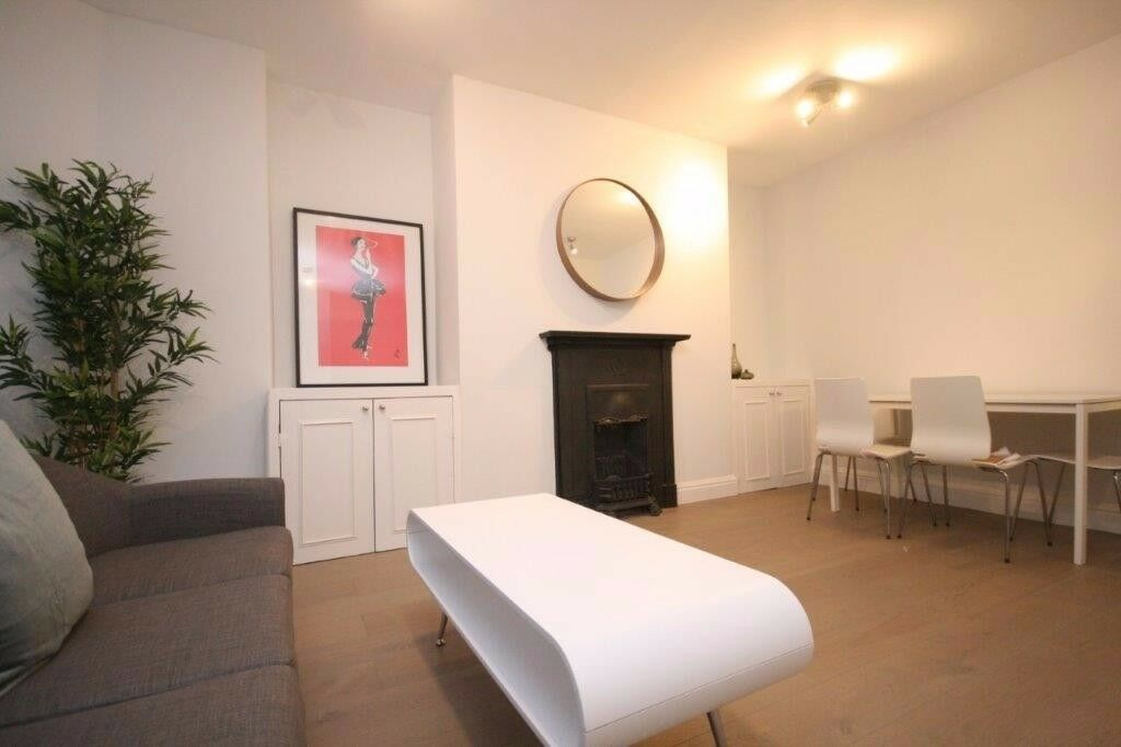 LUXURY NEWLY REFURBISHED FLAT FINISHED TO A HIGH STANDARD!