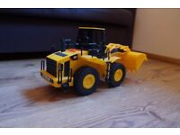 CAT Motorized Caterpillar LARGE DIGGER / BULLDOZER TOY With Sounds