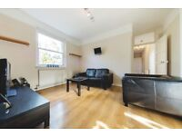 SPACIOUS 3 DOUBLE BEDROOM FLAT LOCATED ONLY 10 MINUTES WALK TO CLAPHAM!