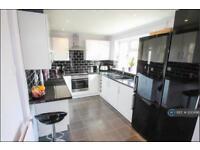 3 bedroom house in Holland Road, Aylesbury, HP19 (3 bed)