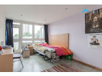 Very large 3 double bedroom split level flat with dine in kitchen right next to Elephant and Castle.