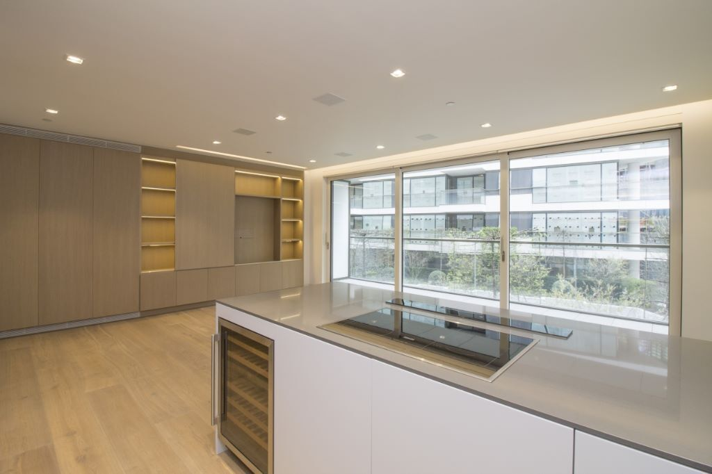 # Stunning 2 bed 2 bath with amazing views available now in Tower Bridge - call now!!