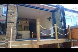 2 bedroom flat in College Road, London, N21 (2 bed)
