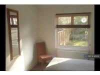 1 bedroom flat in Stockwell Road, London, SW9 (1 bed)