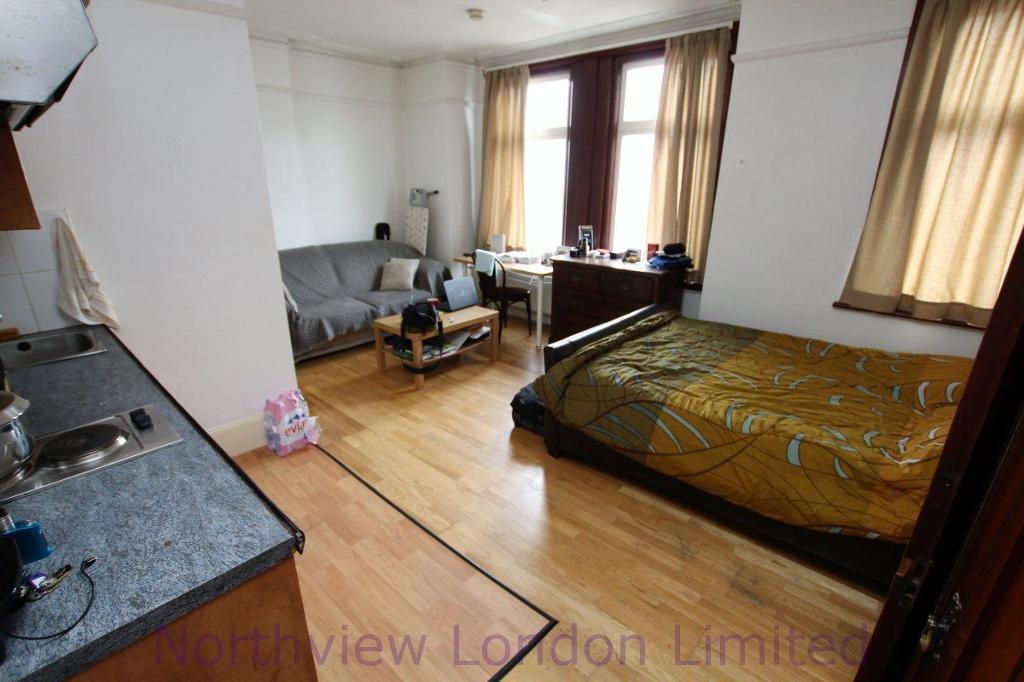 Studio flat in Umfreville Road, Harringay, N4