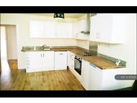 3 bedroom flat in Hornsey Road, London, N7 (3 bed)