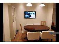 3 bedroom flat in Edith Villas, London, W14 (3 bed)