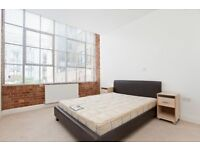 WAREHOUSE CONVERSION 1 BEDROOM FLAT TO RENT IN OLD STREET, 770sqft