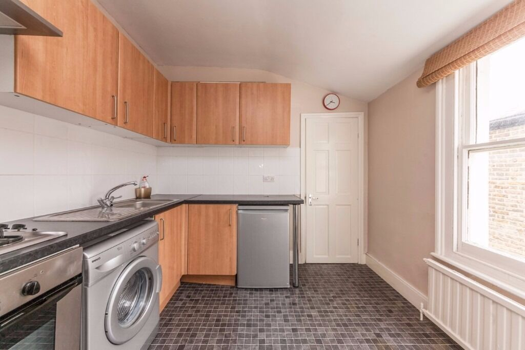 **GORGEOUS TWO BEDROOM GARDEN FLAT** CALL NOW TO VIEW CLOSE TO ALL AMENITIES