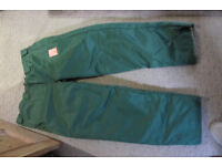 Safety over trousers for chain-sawing