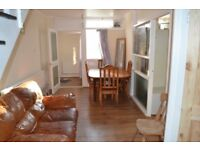 *** Newly Redecorated 4 Bed House Close To Queen Road & Nunhead Stations With Garden ***