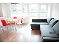 4 bedroom flat in Cambridge Heath Road, London, E1 (4 bed)