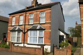 2 bedroom house in Osborne Road, Redhill