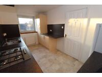 Spacious 3 bedroom unfurnished top floor flat with private garage - East Trinity Road
