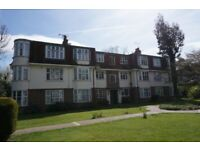 Bright & airy, spacious first floor 2 bedroom flat on Seymour Court, Whitehall Road, Chingford E4