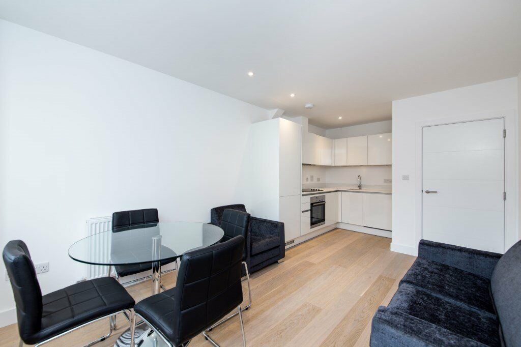 BRAND NEW VACANT ONE BEDROOM DESIGNER FURNISHED APARTMENT WITH CANAL VIEWS LIMEHOUSE WESTFERRY E14