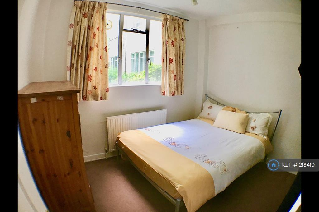 1 bedroom in Thurleigh Court, London, SW12