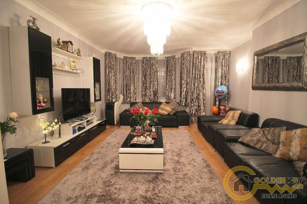 3 bedroom flat in Woodlands Court, Woodlands, NW11