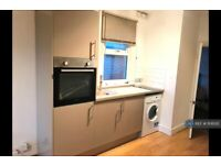 Studio flat in Basingstoke Road, Reading, RG2 (#1106312)