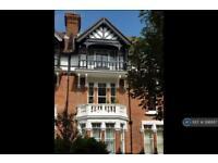 2 bedroom flat in Castle Hill Avenue, Folkestone, CT20 (2 bed)