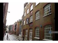 3 bedroom flat in Middle St, London, EC1A (3 bed)