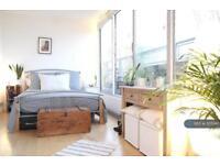 2 bedroom flat in Rampart Street, London, E1 (2 bed)